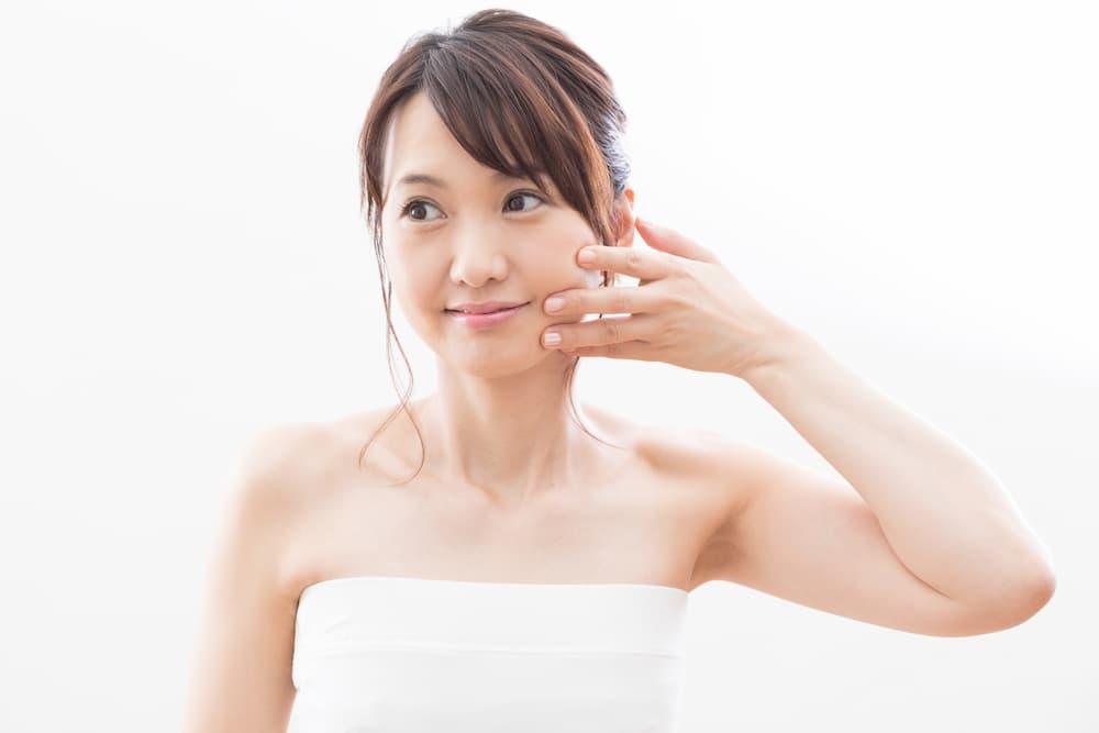 リフトアップ効果で肌が若返る!ヒアルロン酸注射とは?