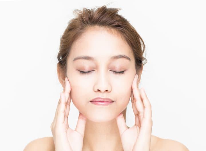 頬や口元の筋肉を鍛える顔トレ