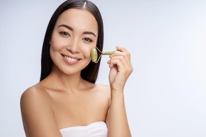 化粧品や美顔器でたるみを解消