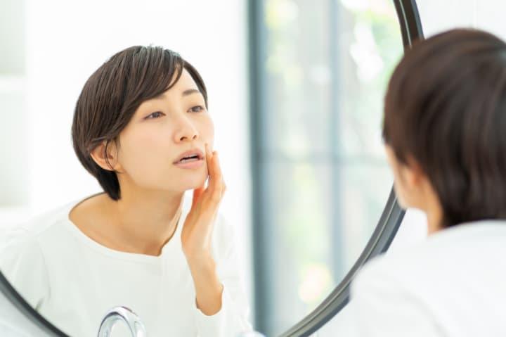 頬のたるみやほうれい線の原因